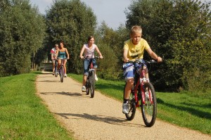 75Large_Family_Cycling7 - copyright Amazing Mk