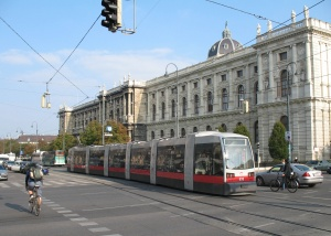 Tram_in_Vienna_2007 -cropped - marked for reuse